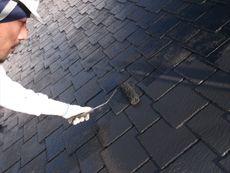次に屋根の中塗りです。その後に上塗りを行います。