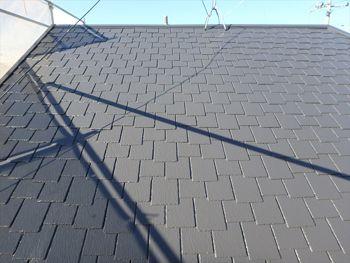 施工が完了しました。古く色褪せなどが見られていた屋根がこんなに綺麗になりました。