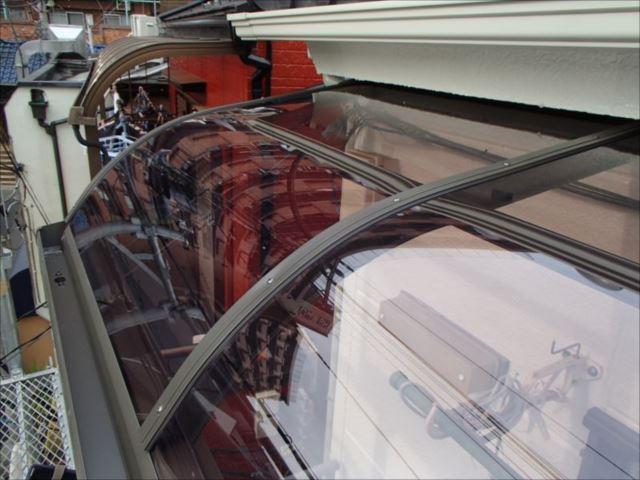 ポリカーボネート製のパネルは強度と耐久性に優れます。