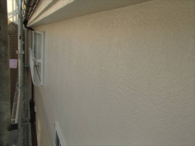 外壁は油性塗料特有の美しい艶が輝いています。