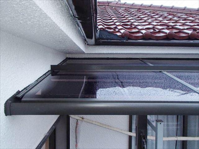 アルミ製のテラス屋根に交換しました。雪止めも付いています。