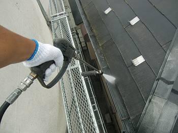 雨樋の高圧洗浄