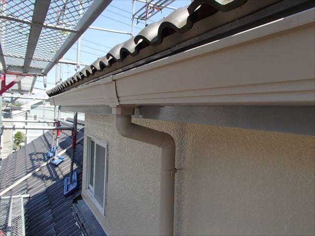 雨樋はすべて交換。軒樋は角型、縦樋は丸形を選びました。