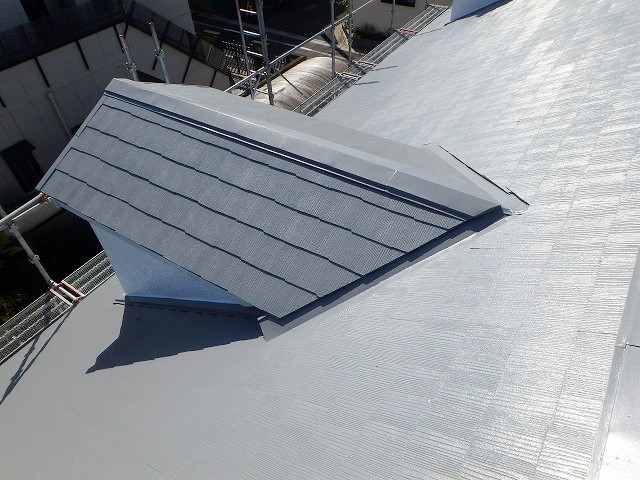 遮熱塗料エスケー化研クールタイトCLR-106で塗装した屋根