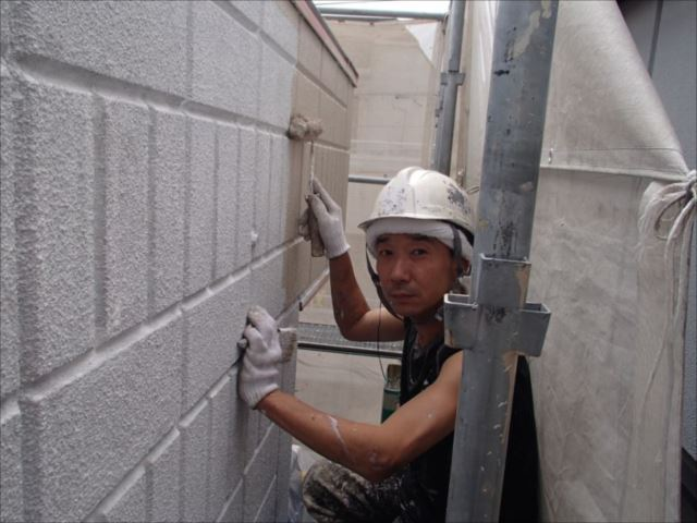 下塗りが終わると中塗りを開始します。