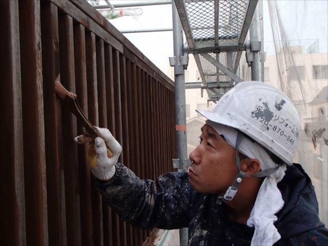 木製フェンスの塗装には「ナフタデコール」を使用しています。