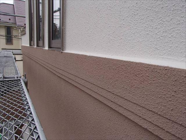 雨染みやクラックが目立っていた外壁もしっかり下地処理を行って綺麗になりました。
