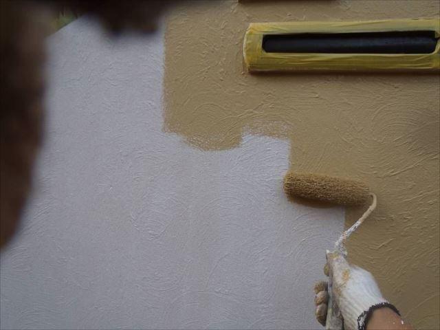 門塀は通常の色付き塗装です。「水性セラミシリコン」を使用しました。