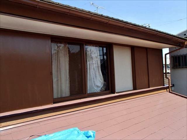 大工さんが一から作り直した木製雨戸。これでもう安心です。