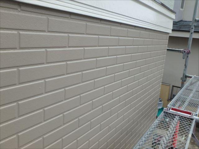 施工後のサイディング外壁です。クリヤー塗装が剥がれかかって酷い状態でしたが見事に修復されました。