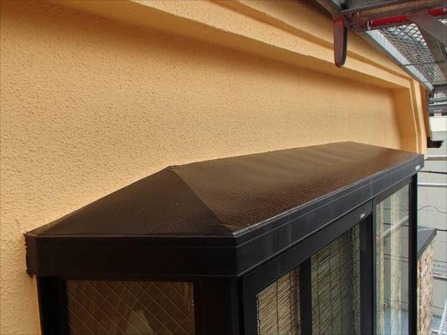出窓屋根も新築時のような黒い輝きを取り戻しました。