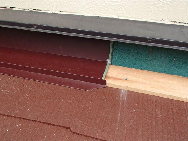 最後に雨漏りの原因だった雨押えの造作に取り掛かります。