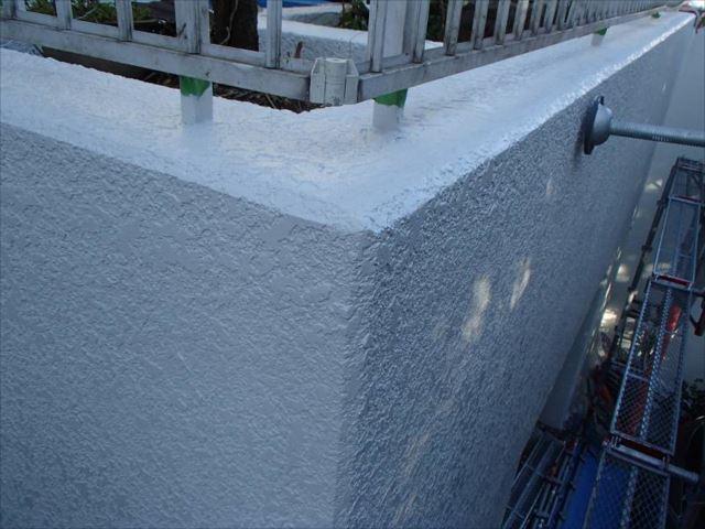 中塗り・上塗りには水性セラミシリコンを使用しました。