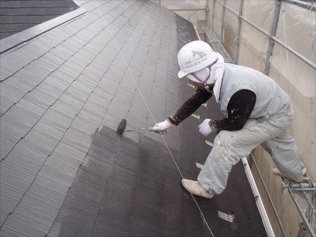 中塗り・上塗りには遮熱塗料の「クールタイトSi」を使用しています。