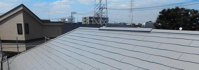 エスケー化研クールタイトCLR-106グレーで塗装したスレート屋根