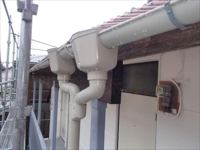 雨樋はすべて交換しました。上品なミルクホワイトです。