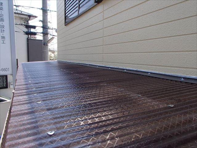 交換した波板屋根。下地の横桟を追加し強度もバッチリです。