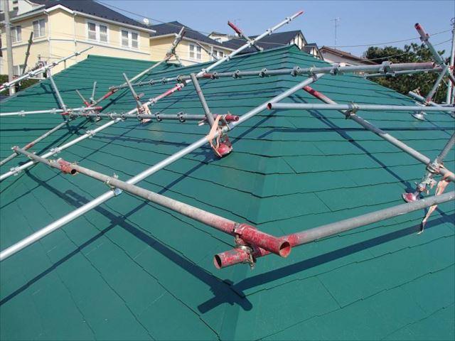 緑に囲まれた高台に建つK様邸。フォレストグリーンの屋根は大正解でした。