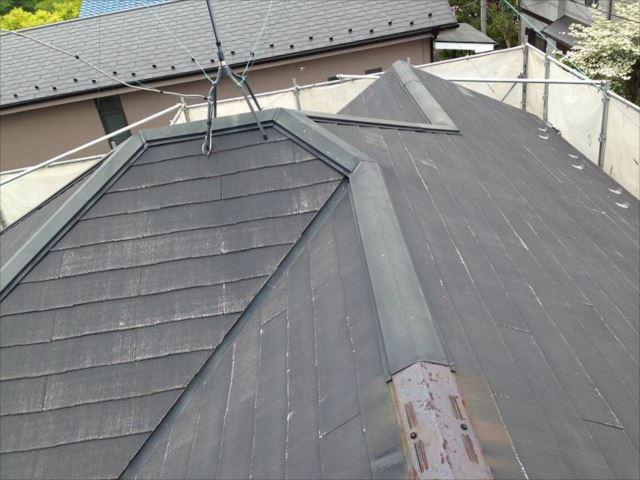 高圧洗浄で屋根の汚れをキレイに洗い流しました。