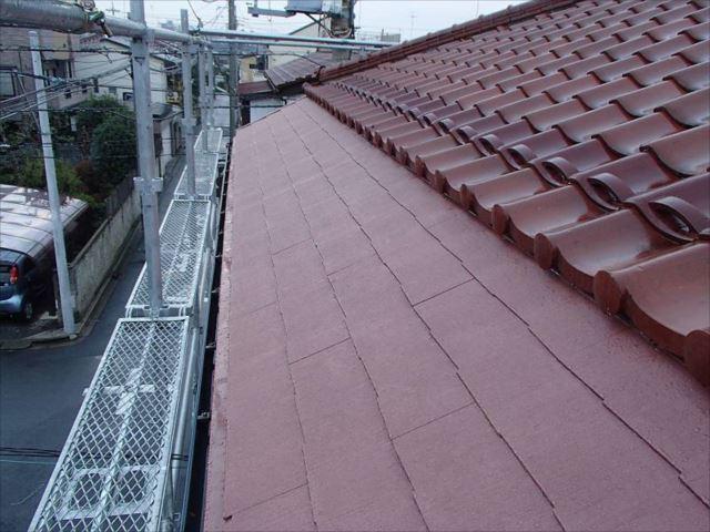 施工後の屋根です。瓦の色に合わせました。