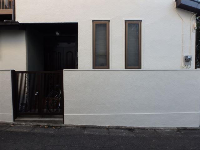 外塀も外壁と同じ色で塗装しました。