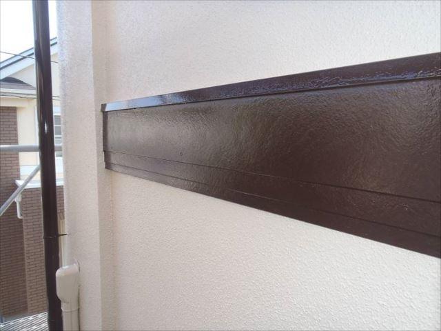 帯板は白からコゲ茶に塗り替えました。