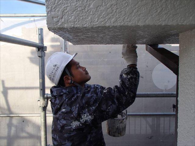 外壁には油性塗料の「クリーンマイルドシリコン」を使用しています。