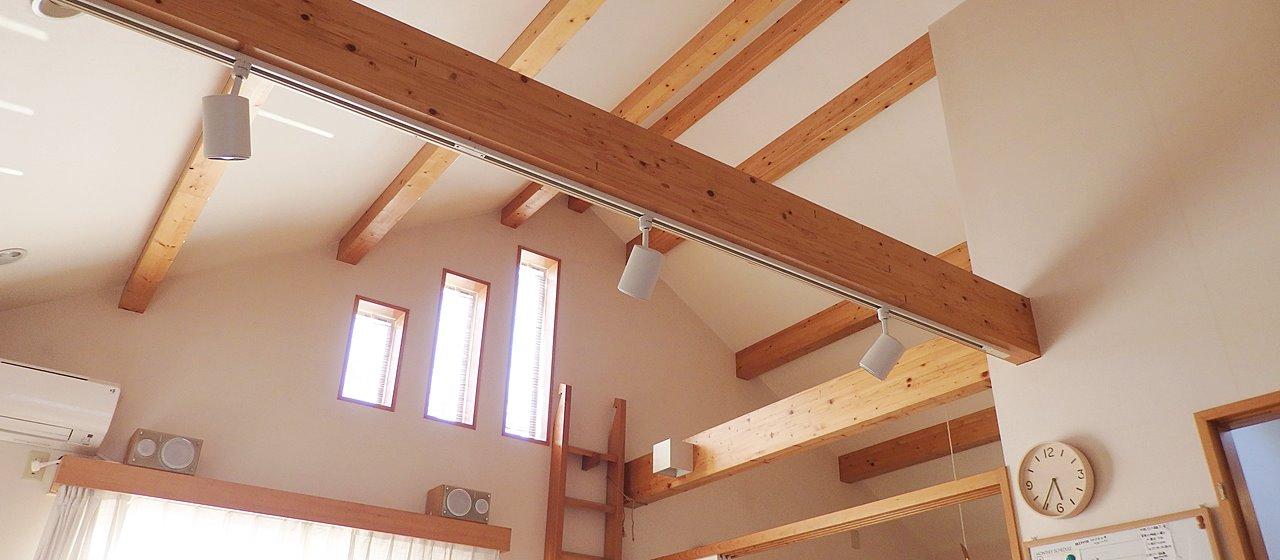 吹き抜け天井は暑いので遮熱塗料の効果が期待できる