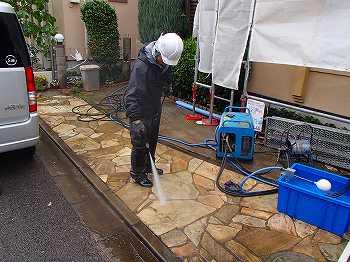 玄関廻りの土間の高圧洗浄