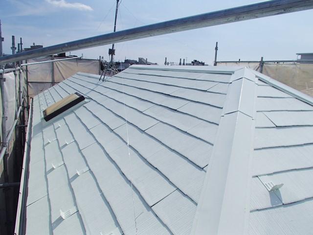 白い遮熱塗料で塗った屋根