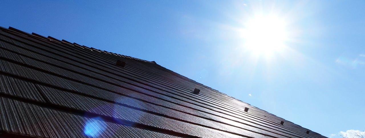 夏の耐用と遮熱塗料を塗った屋根