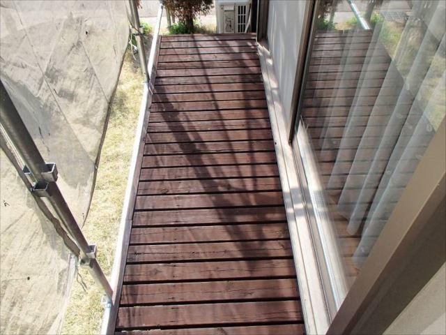 縁台は浸透性の塗料で塗装しました。防虫・腐朽予防に効果が有る塗料です。