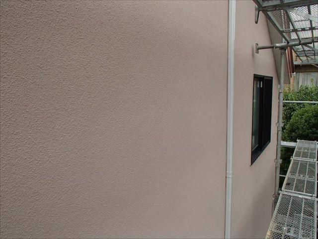 施工後の外壁。艶消し塗料特有の柔らかな仕上がりになりました。