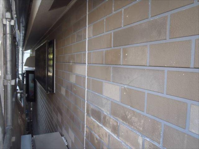 施工前の外壁。色褪せが激しい部分があります。
