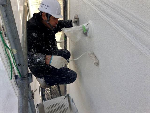 中塗り・上塗りには油性塗料の「クリーンマイルドシリコン」を使用しました。