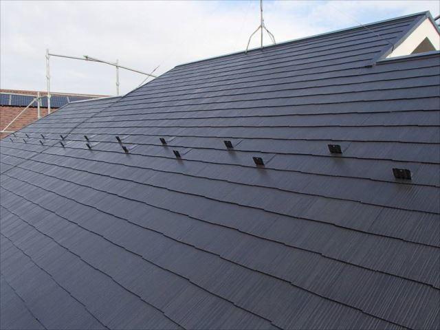 施工後の屋根です。遮熱塗料「クールタイト」の美しい艶が出ています。