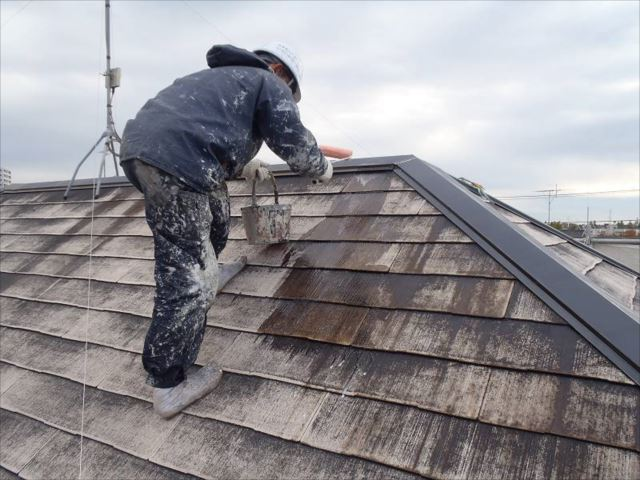 屋根の下塗りです。