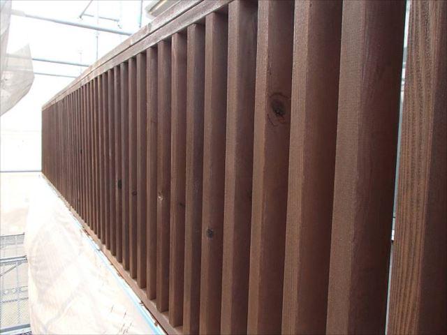 木製フェンスの塗料は腐朽予防・防虫が主な目的です。3~5年ごとの塗装をおすすめします。