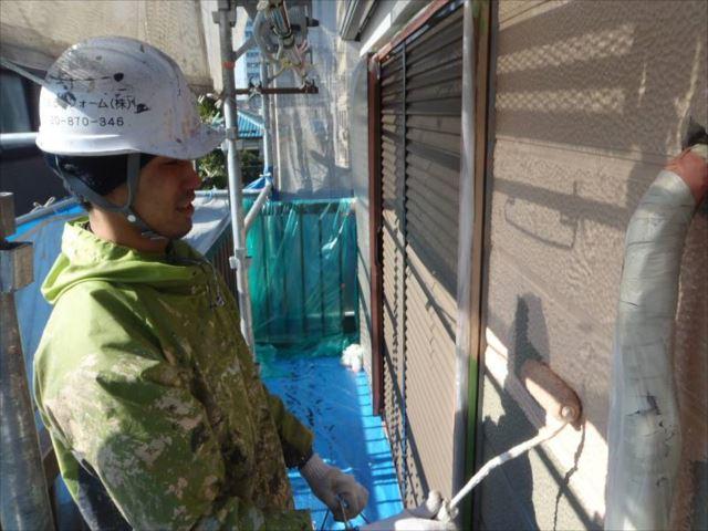 外壁は油性塗料の「クリーンマイルドシリコン」を使用しました。