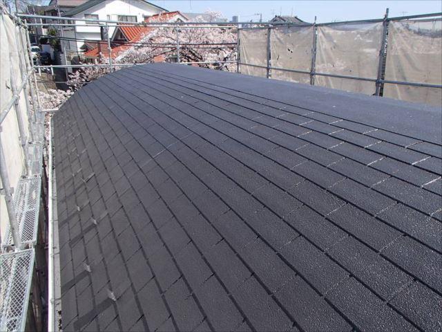 施工後の屋根です。遮熱塗料の効果が表れる夏が待ち遠しいですね。