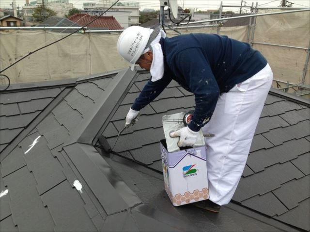 遮熱塗料「クールタイトSi」で中塗り・上塗りを行います。
