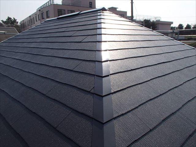 遮熱塗料「クールタイトSi」で塗装した屋根。色は「セピアブラウン」です。