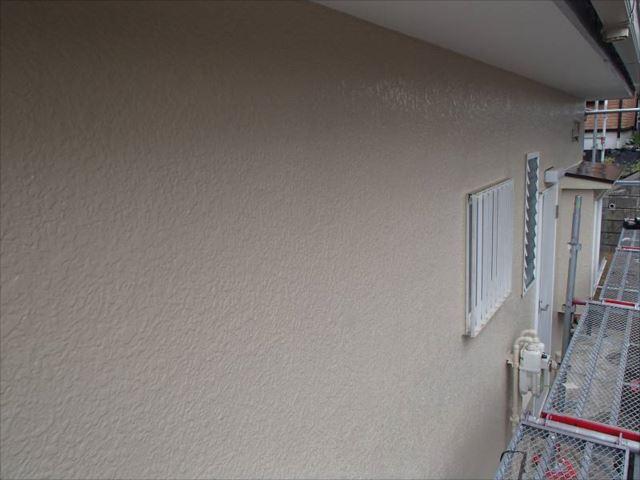 施工後の外壁です。油性塗料特有の美しい艶が輝いています。