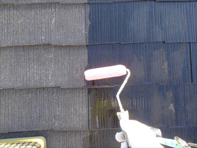 屋根の下塗りは透明なシーラーを使用しています。