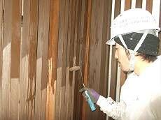 部材の取り付けが終わったら、塗装を行います。