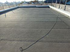 今回は屋上の塗装も行います。こちらが施工前の屋上となります。