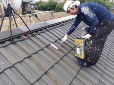 屋根の下塗り塗装です。