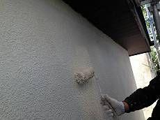 外壁の中塗り・上塗り。