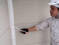 施工開始です。外壁の下塗りを行います。この作業はとても重要な作業です。