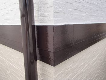 帯板と雨樋は焦げ茶で塗りました。